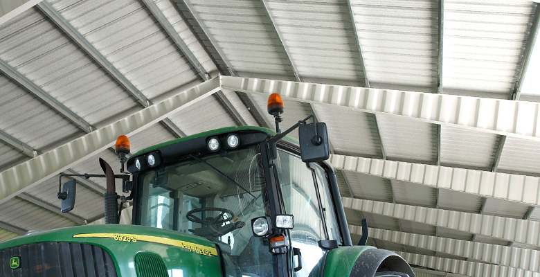 Agricultural buildings, cowsheds, machine halls made of steel | BORGA